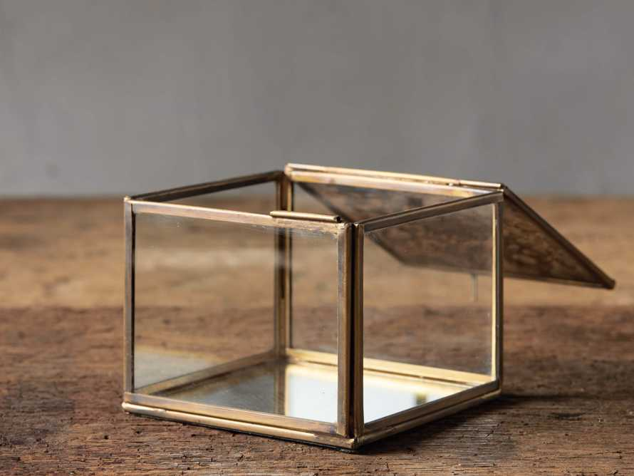 Vienne Display Box, slide 2 of 3