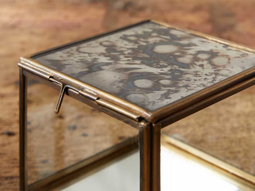 Vienne Display Box, slide 3 of 3