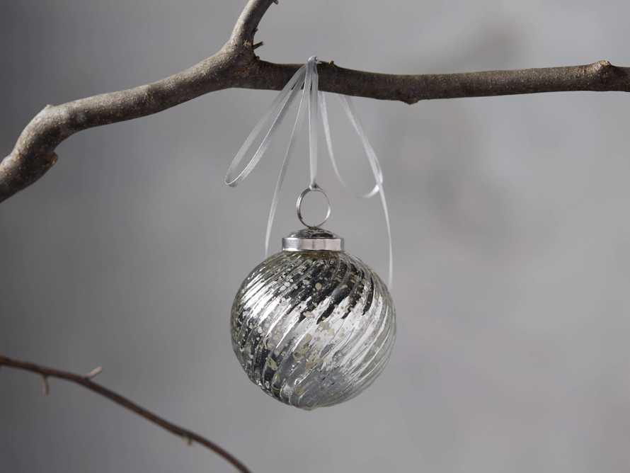 Twist Ball Ornament in Silver set